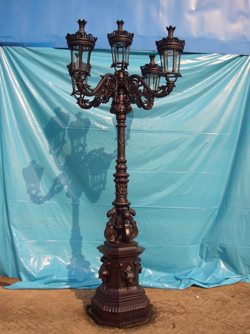 Lion Street Lamp W 5 Lights